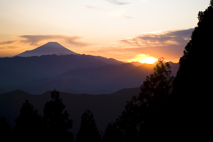 hiking jinba mountain fuji sunset